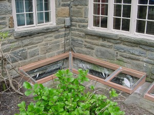 Window Well Cover for Masonry or Wood Wells: 5-R Corner Well
